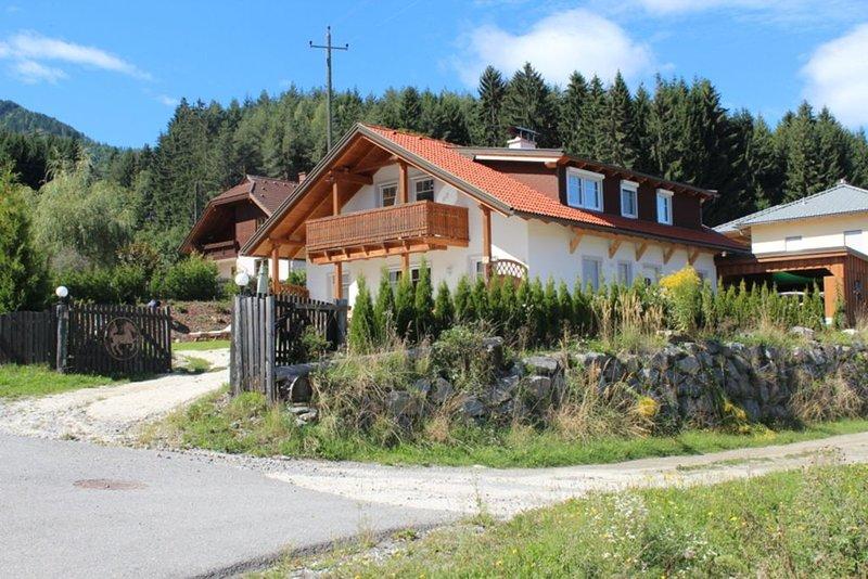 neue  Ferienwohnung für 4 Personen  gehobener Standard mit Blick auf die Berge, holiday rental in Bad Bleiberg