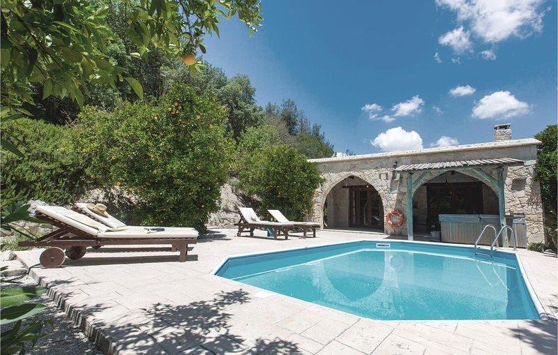2 Zimmer Unterkunft in Miliou Paphos, vacation rental in Kato Akourdalia