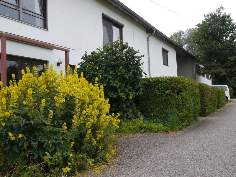 Rott am Lech, Hof in Alleinlage umgeben von Wiesen und Felder, ruhig, vacation rental in Landsberg am Lech