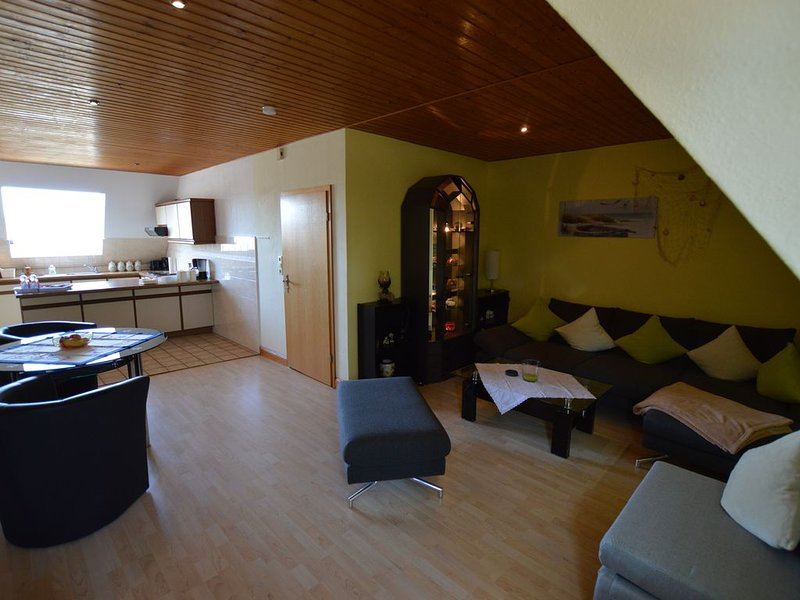 Gemütliche und großzügige FeWo in ruhiger Lage mit separatem Eingang und WLAN, aluguéis de temporada em Hanerau-Hademarschen