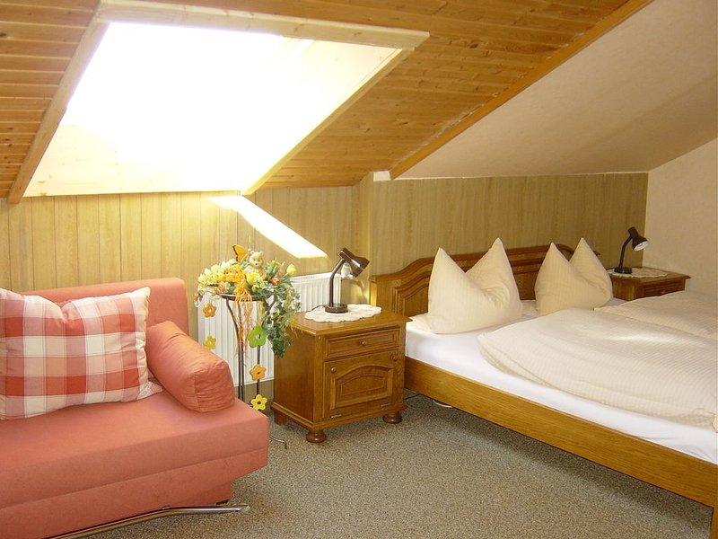 Appartement im 2. Obergeschoss mit buchbarer Verpflegung, vacation rental in Wunsiedel
