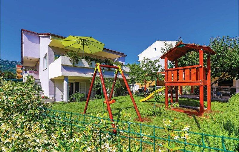 3 Zimmer Unterkunft in Kastel Kambelovac, vacation rental in Kastel Kambelovac