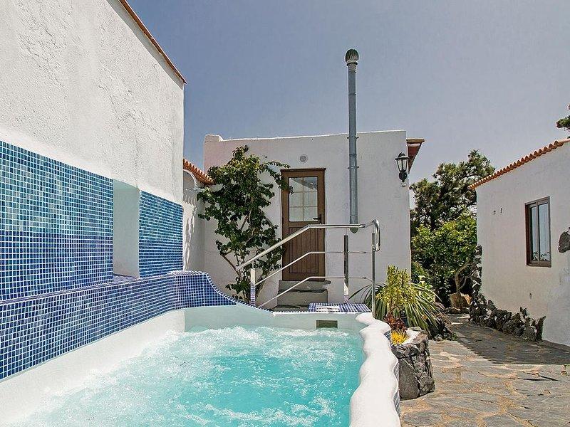 Großzügige Finca mit 1 Schlafzimmern für 2 Personen mit Whirlpool, holiday rental in El Tanque