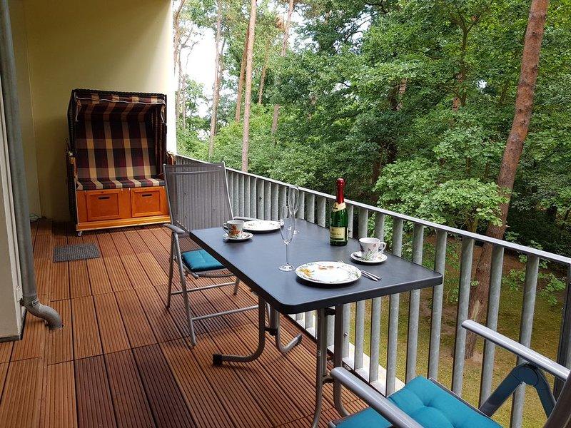 Traumhafte ruhige 3-Zimmerferienwohnung nahe Strand mit WLAN und Schwimmbad, holiday rental in Zempin