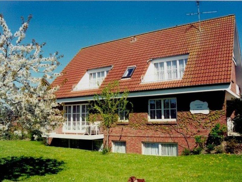 Große Dreizimmerwohnung mit 2 Bädern für max. 8 Personen, location de vacances à Kellenhusen