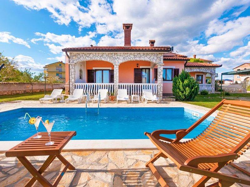 Romantisch und charmant  Pool Villa, location de vacances à Strmac