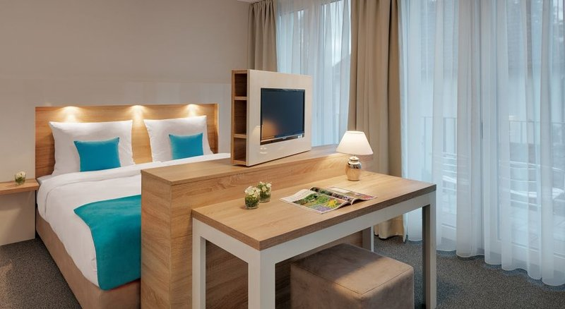 Doppelzimmer Komfort Plus mit WC und Dusche, holiday rental in Bregenz