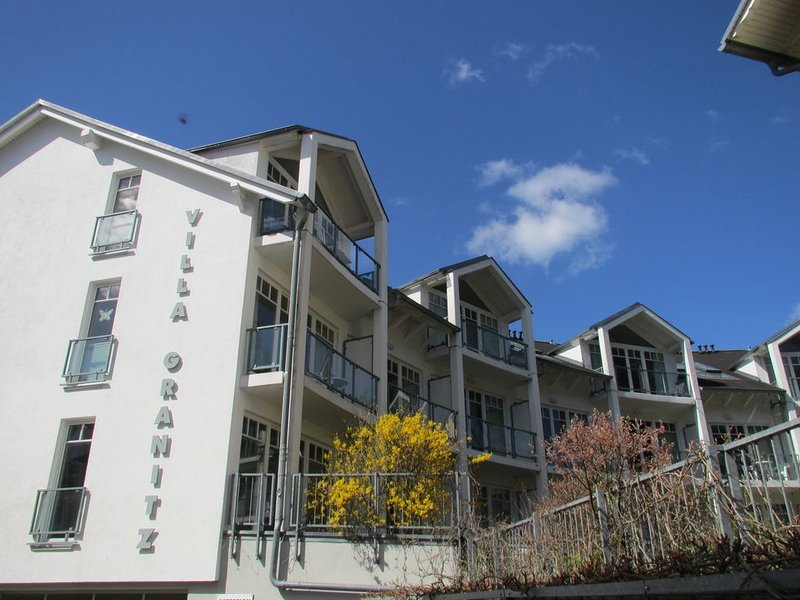 Villa Granitz Ferienwohnung mit Balkon zentral und strandnah, casa vacanza a Göhren