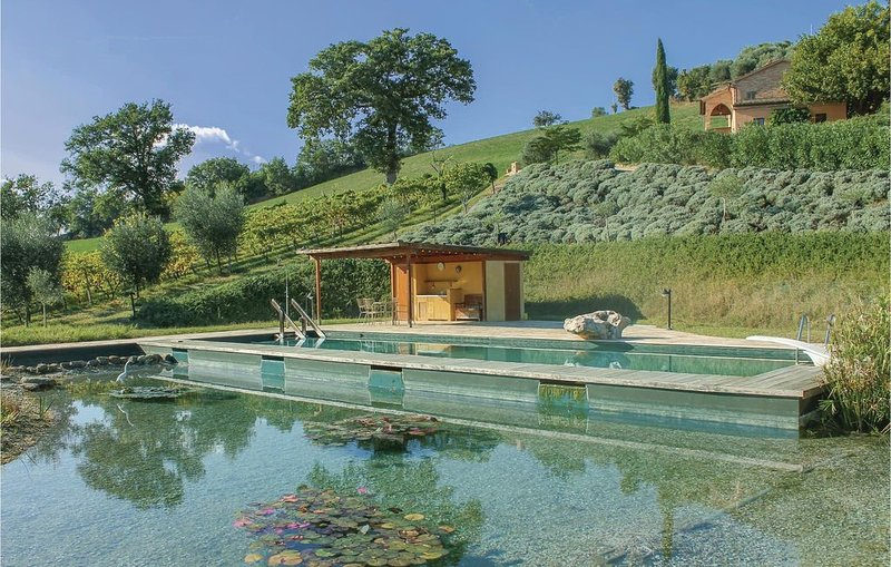 3 Zimmer Unterkunft in Ostra Vetere (AN), holiday rental in Ostra Vetere