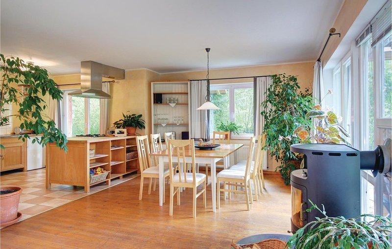4 Zimmer Unterkunft in Uslar, vacation rental in Delliehausen