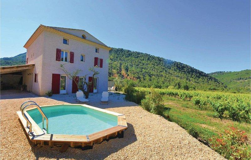 4 Zimmer Unterkunft in Propiac Les Bains, casa vacanza a Merindol-les-Oliviers