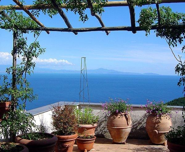 Casa Vecchia: Elegante und panoramareiche Unterkunft mit traumhaften Meeresblick, holiday rental in Albori