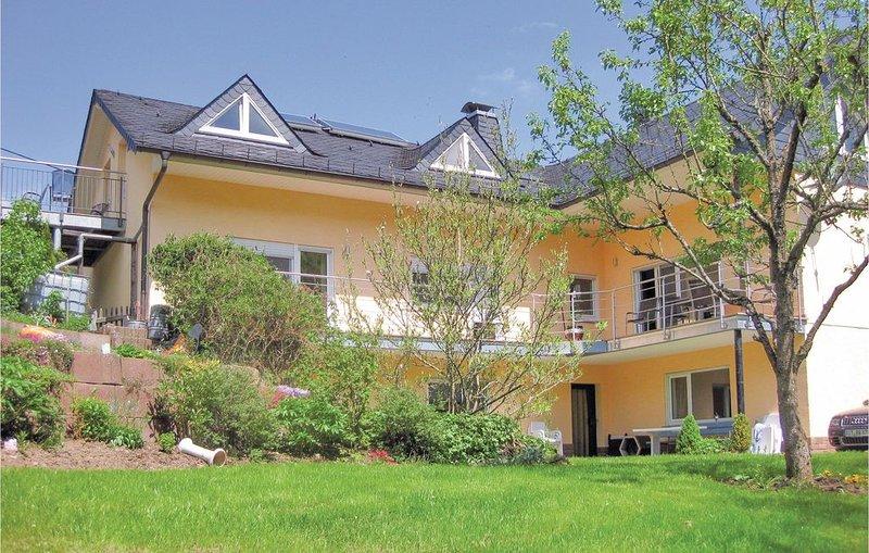2 Zimmer Unterkunft in Zweifelscheid, casa vacanza a Koerperich