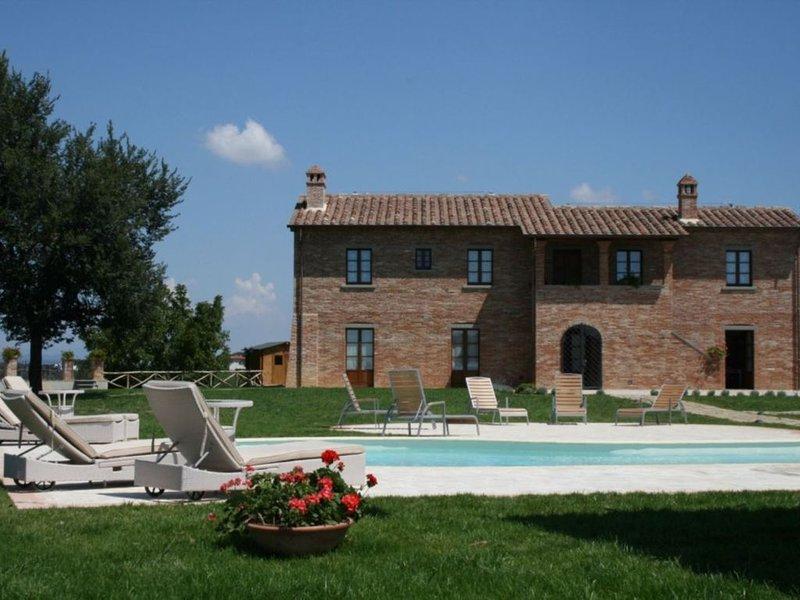 Villa OVIDIO ist ein herrliches Landhaus mit modernster Ausstattung,schoenem Poo, holiday rental in Alberoro