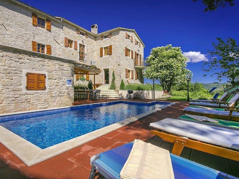 Villa mit Pool in ruhiger Lage, holiday rental in Vizintini Vrhi