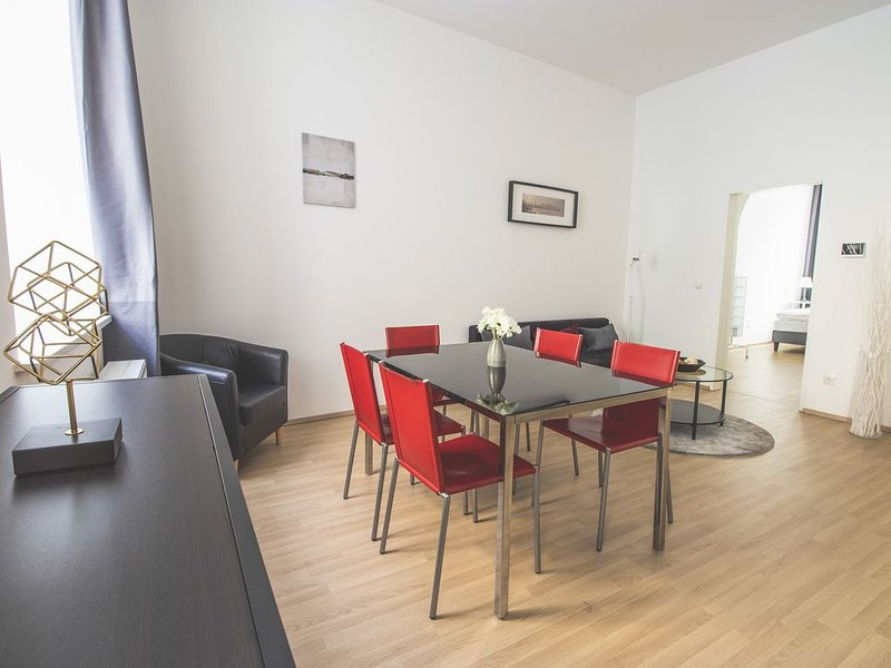 · Live between famous BELVEDERE and Central Station, vacation rental in Vienna