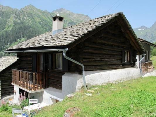 Ferienhaus Casaccia für 4 - 5 Personen mit 3 Schlafzimmern - Ferienhaus, vacation rental in Cresta