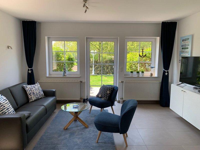 Idyllisches 2-Zimmer-Appartement Landhaus Mönchgut, holiday rental in Neuensien