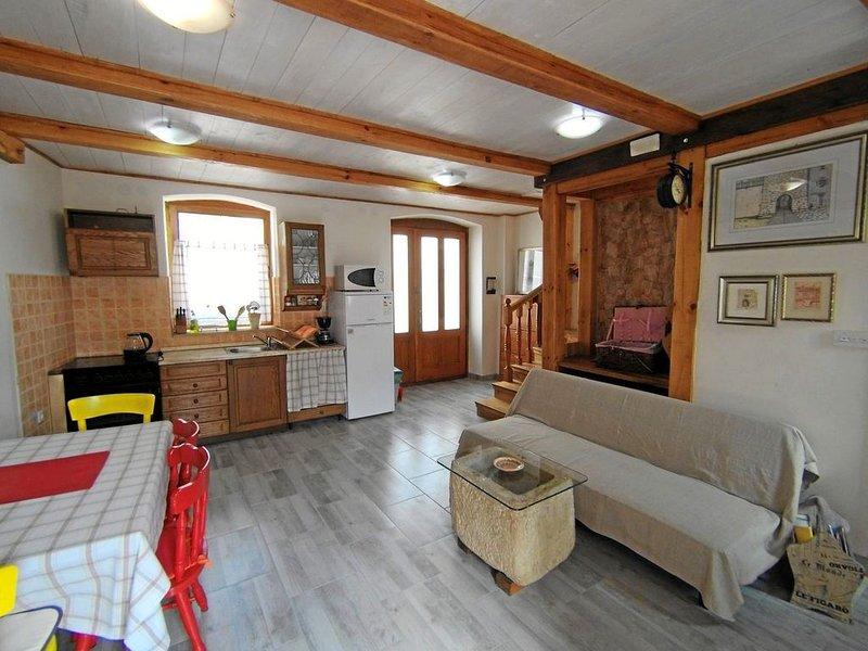 Typisch istrisches Steinhaus in Bale für bis zu 6 Personen, vacation rental in Bale