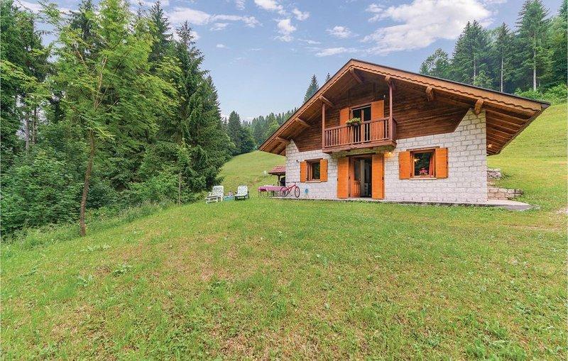 3 Zimmer Unterkunft in Sovramonte, holiday rental in Tonadico
