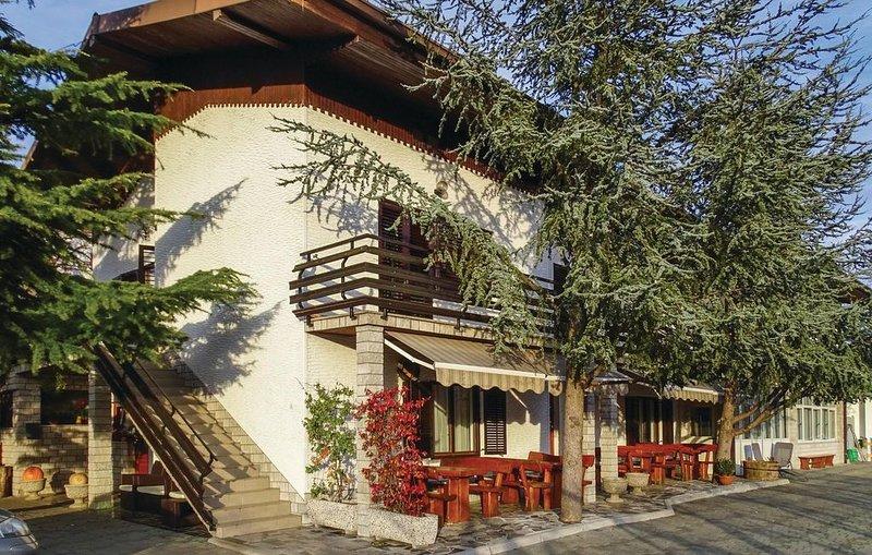 2 Zimmer Unterkunft in Dobravlje, casa vacanza a Crni Vrh