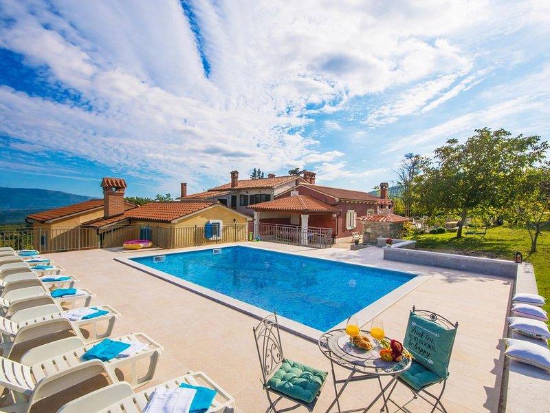 Privater Pool, familienfreundliche - neu eröffnet im Jahr 2019!, alquiler de vacaciones en Gracisce