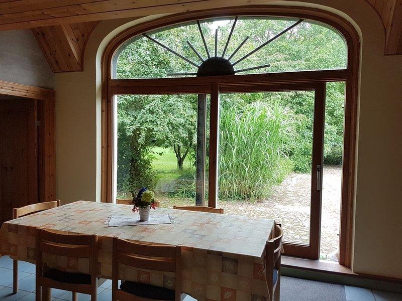 Großzügige Ferienwohnung in reetgedecktem Landhaus, location de vacances à Horuphav