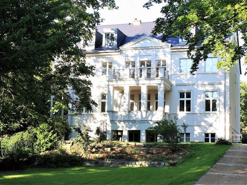 Einzigartige Wohnung inmitten des Welterbes Potsdamer Schlösser und Gärten!, holiday rental in Klaistow