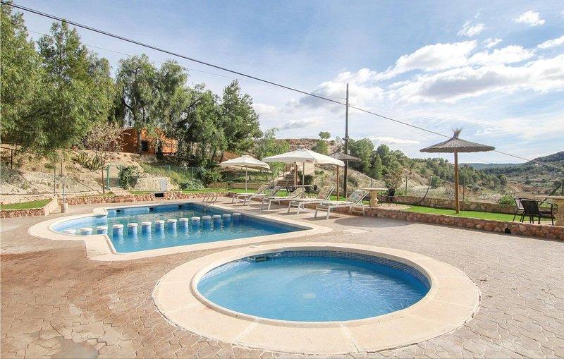 2 Zimmer Unterkunft in Gebas, vacation rental in Gebas