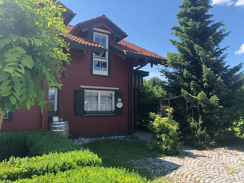 Neue wunderschöne Ferienwohnung in Füssen am Forggensee, holiday rental in Wangle