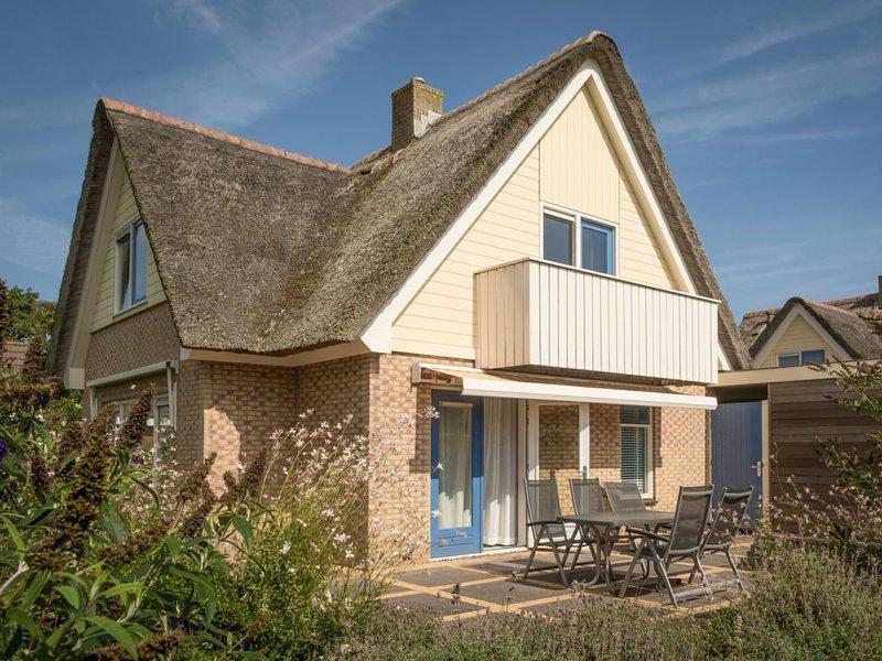 Luxus 4-Personen-Villa im Ferienpark Landal Villapark Vogelmient, vacation rental in Den Hoorn