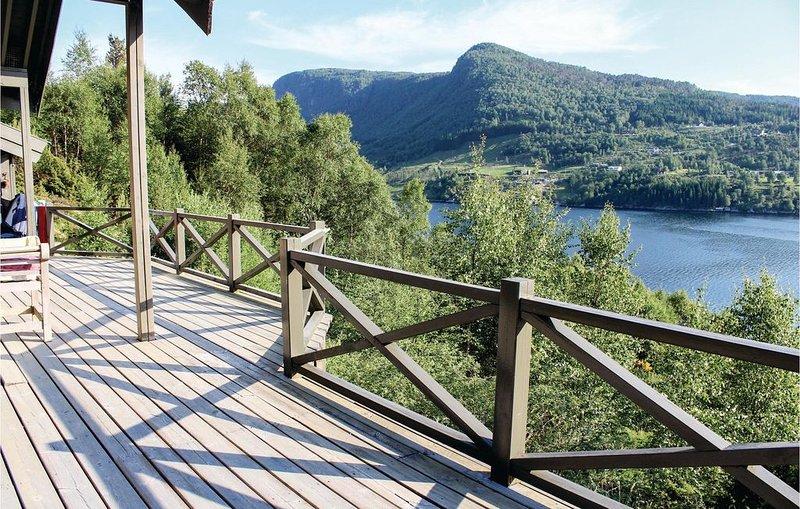 3 Zimmer Unterkunft in Masfjordnes, holiday rental in Eikangervag
