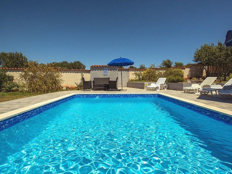 Herrliche Finca mit privatem Pool, Klima, WLAN, großem Garten - Vierbeiner sind, holiday rental in Pavicini