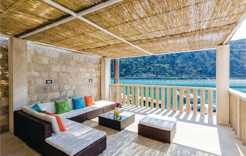 3 Zimmer Unterkunft in Mokosica, vacation rental in Gornje Obuljeno