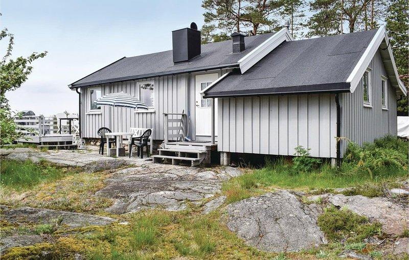 2 Zimmer Unterkunft in Rygge, vacation rental in Ostfold