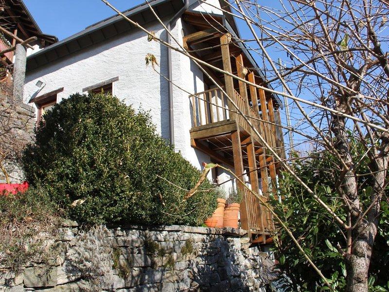 Rustico in Crana im wilden Onsernone Tal, bis 4 Personen, holiday rental in Malesco