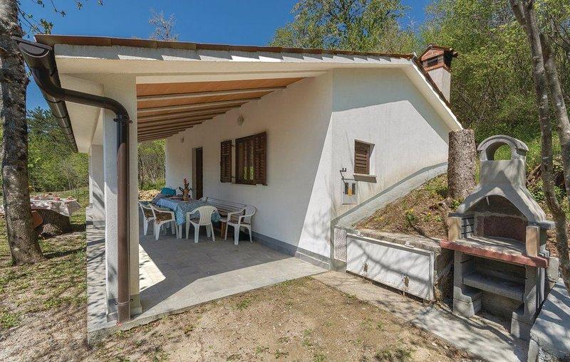 Genießen Sie die Bergluft und das Panorama von diesem freistehenden Ferienhaus a, casa vacanza a Kras