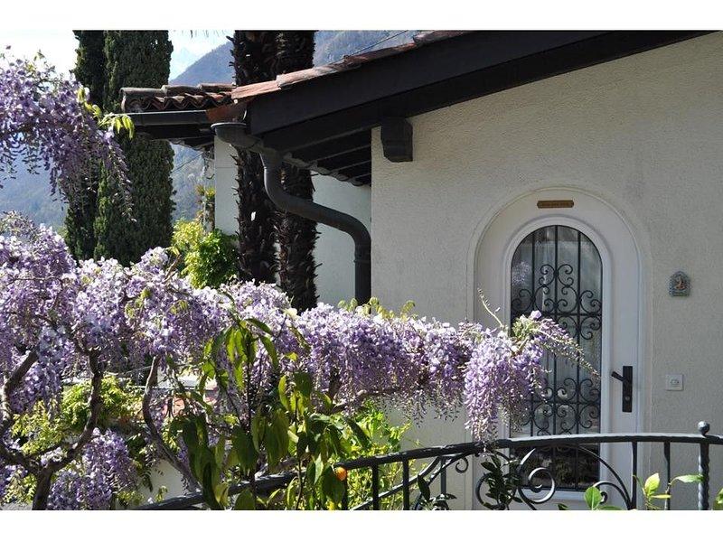 Romantisches Studio mit Aussicht auf den Lago Maggiore und die Alpen, casa vacanza a Lago Maggiore