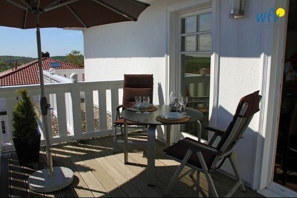 Hochwertige Penthousewohnung mit traumhafter Dachterrasse in Südlage!, holiday rental in Lancken-Granitz