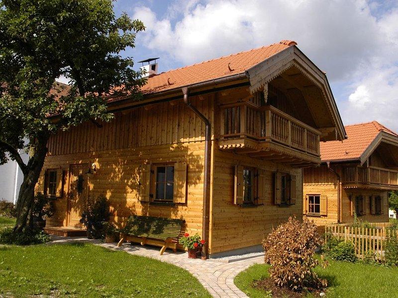 Schönes Ferienhaus am Stadtrand, 10 Min. nach Salzburg, holiday rental in Oberhofen am Irrsee