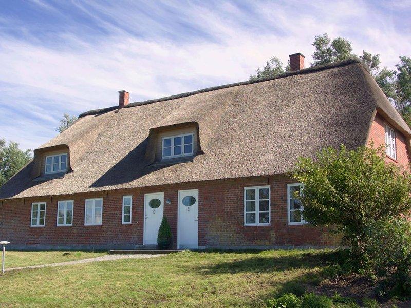 Altes Schleusenwärterhaus LUV   5* Reetdachferienhaus für 6 Pers. + Saunahaus, holiday rental in Rodenas