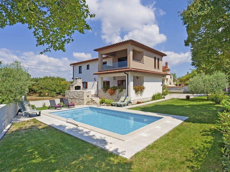 Villa Tina * 1900 m2 Garten, privater Pool, Terrasse mit Grill, WLAN, casa vacanza a Marcana