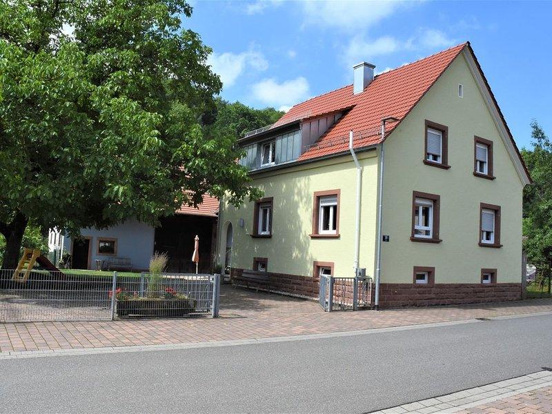 Gemütliches Ferienhaus im Dahner Felsenland für bis zu 8 Personen, holiday rental in Hauenstein