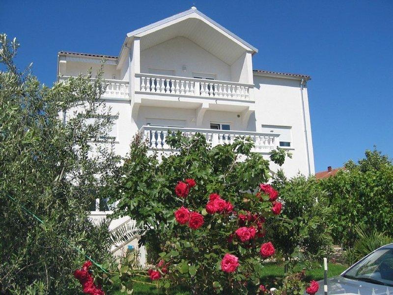 Villa, Ferienwohnung mit Meerblick, Ruhige zentrale Lage, holiday rental in Vodice