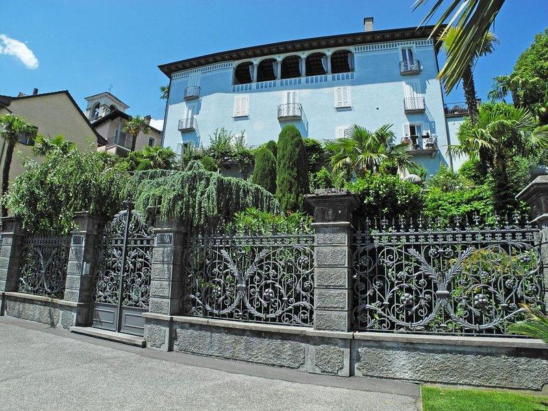 Exklusive 2 Zimmerwohnung in einem stilvollen, 250 Jahre alten Palazzo direkt an, location de vacances à Brissago