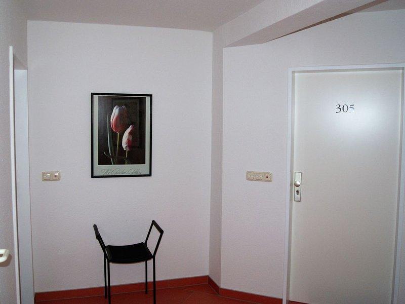 Chice, renovierte Wohnung mit Bad inmitten des Resort Rügen, Balkon m. Poolblick, vacation rental in Lohme