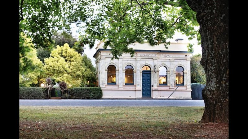 Beautiful historic former bank set in gorgeous country garden, holiday rental in Macedon Ranges