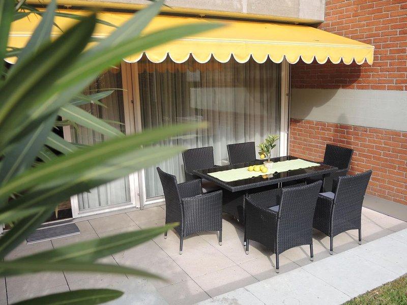 Maisonette-Wohnung mit Gartensitzplatz, direkter Zugang zum Gemeinschaftspool, casa vacanza a Lago Maggiore