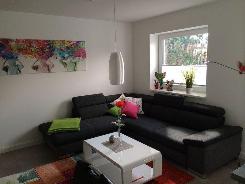 Moderne Ausstattung, zentrale Lage bei Hamburg, Terrasse, PKW-Stellplatz, W-LAN, holiday rental in Kaltenkirchen