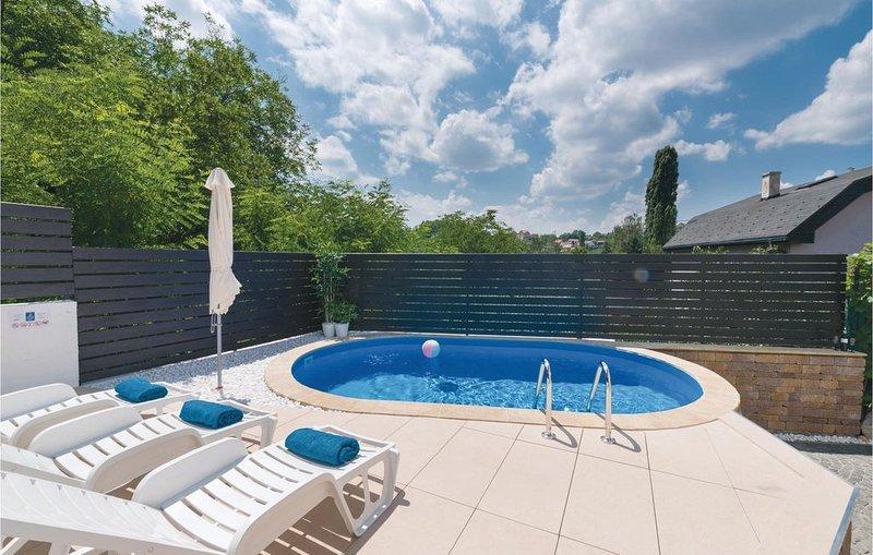 2 Zimmer Unterkunft in Zagreb, holiday rental in Veliko Trgovisce